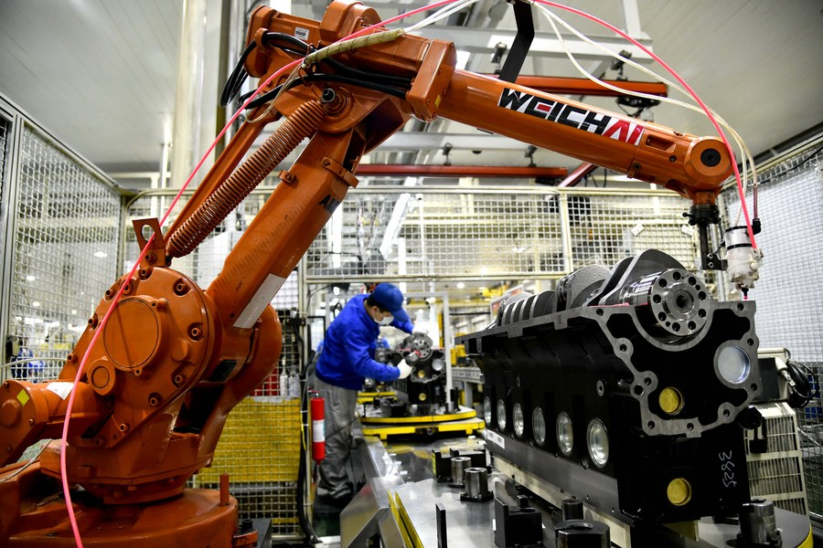 A worker assembles engines on a producing line of a Weichai company in Weifang, east China's Shandong Province, March 19, 2020. (PHOTO/Xinhua).