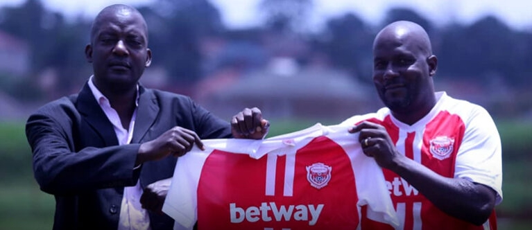 Daniel Kiwanuka (R) holds an Express FC jersey, besides head coach Wasswa Bbosa (L) on Wednesday. (PHOTO/Courtesy)