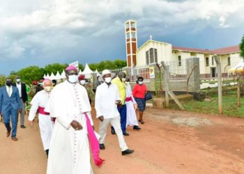 The President flanked by Bishop Osama and other church leaders in Lira District on Wednesday (PHOTO/Courtesy).
