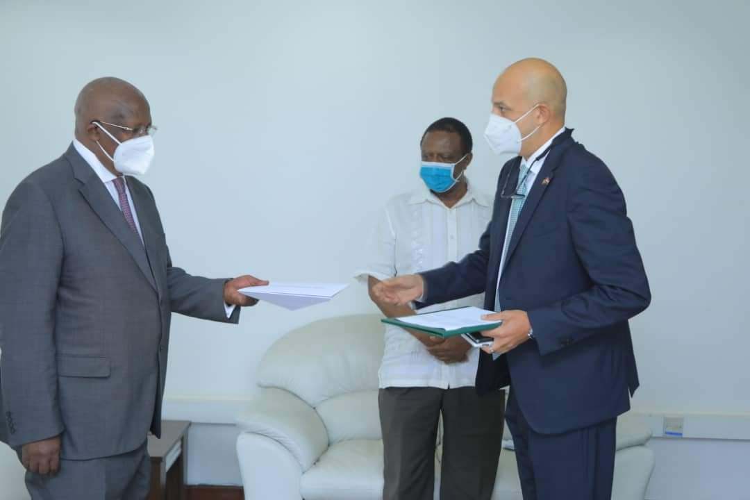 Egyptian ambassador to Uganda, H.E. Ashraf Mohamed Nabhan Swelam (R) presenting credentials to minister Kutesa (PHOTO/Courtesy).