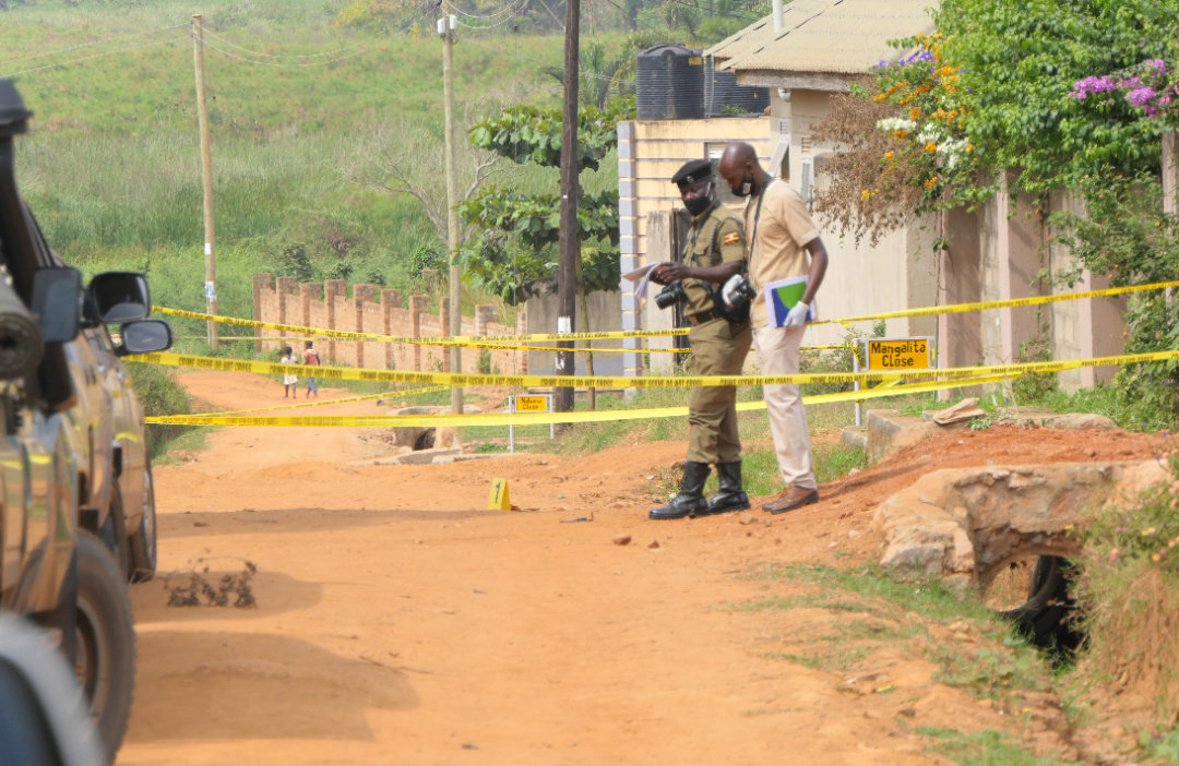 Detectives at the scene of the shooting near mangalita lodge in garuga Katabi Town council on saturday. Photo Courtesy Media Lab Entebbe (PHOTO/Courtesy).