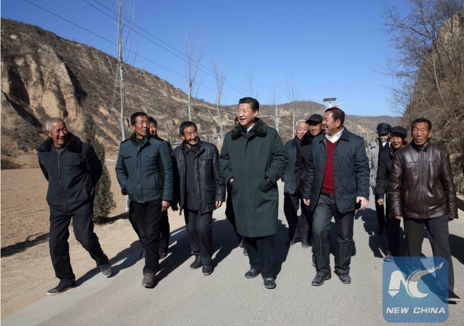 Xi Jinping (C) visits people in Liangjiahe Village, Wen'anyi Township of Yanchuan County, Yan'an, northwest China's Shaanxi Province, Feb. 13, 2015 (PHOTO/Xinhua).