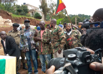 Buchaman who was in the company of his wife, children and self-proclaimed ghetto members handed over the attire to the Kampala South Police Commander, James Ruhweza in Makindye on Tuesday morning at his home in Makindye (PHOTO/Courtesy)