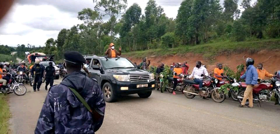 Presidential candidate Gen Henry Tumukunde and his supporters being blocked by police (PHOTO/Courtesy).