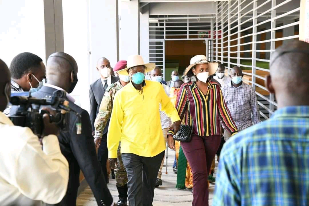 President Museveni accompanied by his daughter arrives in Busia on Tuesday for campaign (PHOTO/Courtesy).