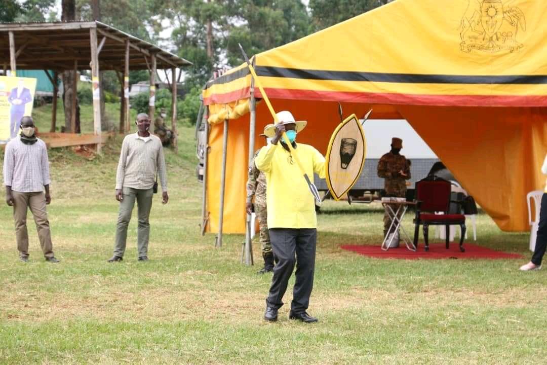 Presidential candidate Mzee Tibuhaburwa Museveni in Bunyoro sub-region (PHOTO/Courtesy).