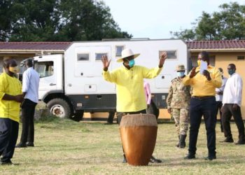 Mzee Tibuhaburwa Museveni campaigning in Mibende district on Monday (PHOTO/Courtesy).