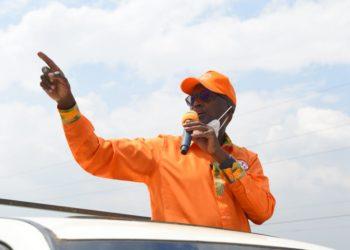 Lt Gen Henry Tumukunde campaigning in Mukono on Sunday (PHOTO/Courtesy).
