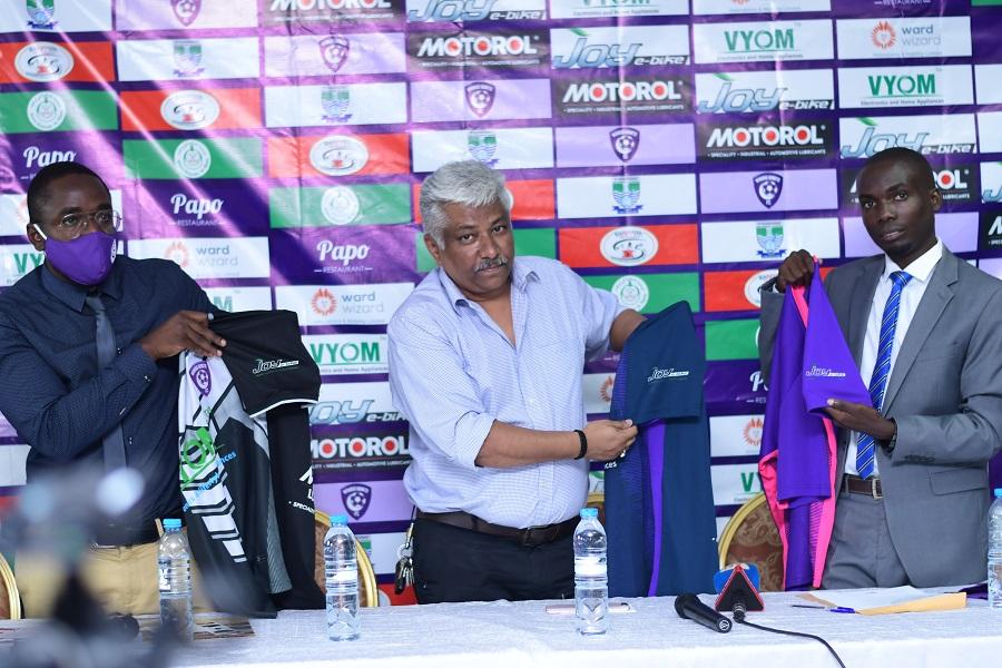 Wakiso Giants FC CEO Sula Kamoga (R) and Wa
