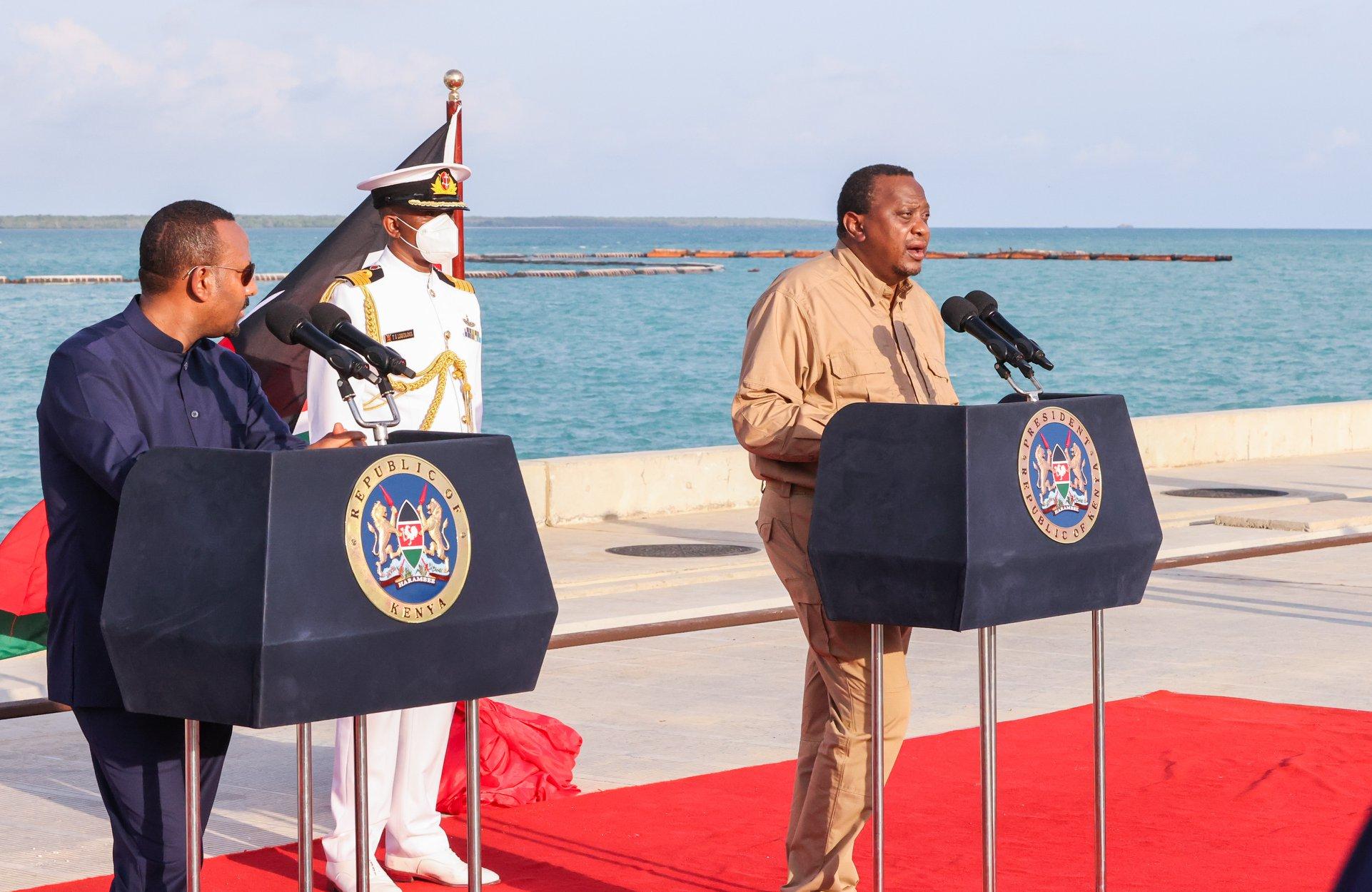 President Uhuru Kenyatta (R) and visiting Ethiopia Prime Minister Abiy Ahmed inaugurating the Moyale One-Stop Border Post on Wednesday (PHOTO/Courtesy).