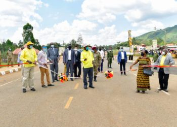Mzee Tibuhaburwa Museveni commissioning the ale [Bumbobi]-Lwakhakha road on Tuesday (PHOTO/Courtesy).