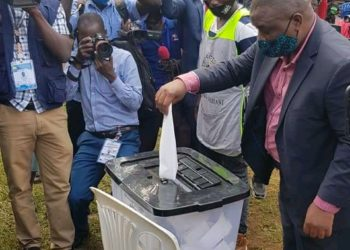 Kampala Lord Mayor candidate Erias Lukwago casting his vote on Wednesday morning (PHOTO/Courtesy).
