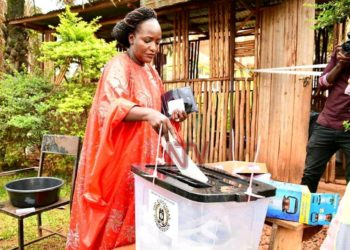 Kampala Woman MP and aspirant Kampala Lord Mayor, Nabilah Naggayi Sempala casting her vote on Wednesday morning (PHOTO/Courtesy).