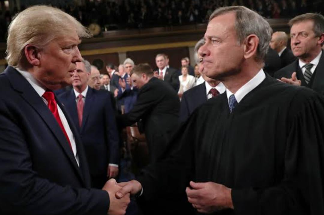 U.S Chief Justice John Roberts (R) and Ex-President Donald Trump (PHOTO/Courtesy).