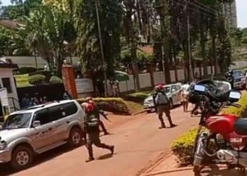 Military beating up journalists as they cover Bobi Wine on Wednesday (PHOTO/Courtesy).