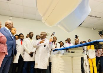 A staff shows a new radiotherapy machine for treating cancer patients at Uganda Cancer Institute (UCI) in Kampala, capital of Uganda, Feb. 3, 2021. (PHOTO/Xinhua).