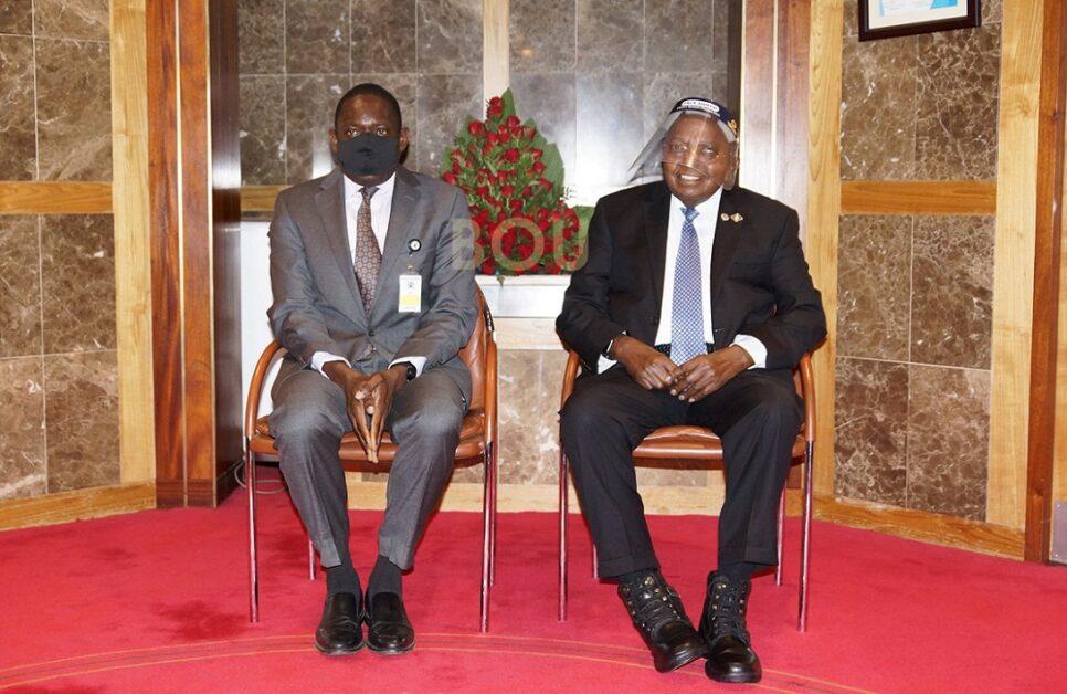 Dr. Michael Atingi-Ego (left) the Bank of Uganda Deputy Governor and Prof. Emmanuel Tumusiime Mutebile, the Governor. Atingi-ego wants the status-quo maintained (PHOTO/Courtesy).