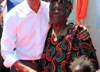 Former US President Barrack Obama and his late grandmother (PHOTO/Courtesy).