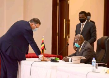 President Museveni signing Oil Pipeline agreement
