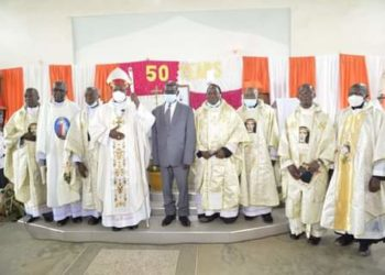 VP Edward Ssekandi in a group photo with priests (PHOTO/Courtesy).