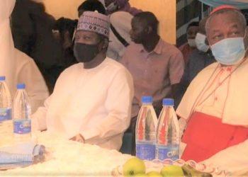 Renowned Nigerian Cardinal John Onaiyekan paid a courtesy visit to Muslims in Abuja - donating food items. (PHOTO/Internet)