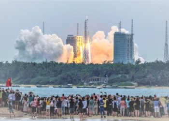 People watch a Long March 5B rocket, carrying China's Tianhe space station core module, as it lifts off from the Wenchang Space Launch Centre in southern China's Hainan province on April 29, 2021. (Photo /Internet)