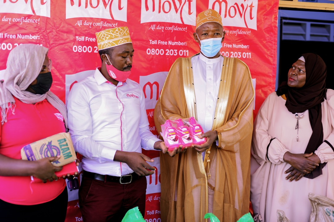 Musa Mutebi, (2nd L) the Trade Marketing Manager, Movit Products, and Judith Kyokutamba (L) Communications Coordinator at Movit Products Limited handing over Movit Ramadhan support to Sheikh Abudu Salam Mutyaaba (2nd R) Executive Imaam Kibuli Mosque. This was at Kibuli Mosque where Movit was extending its Ramadhan support to Kibuli Muslims Community on 7th May 2021 in celebration of the upcoming Eid festivities (PHOTO/Courtesy).