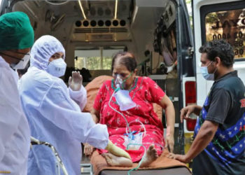 Medical personnel in India handling a Covid-19 patient (PHOTO/Courtesy).