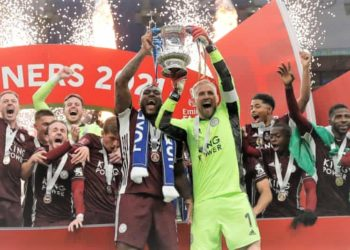 Leicester FC players lift the FA Cup. (PHOTO/Internet)