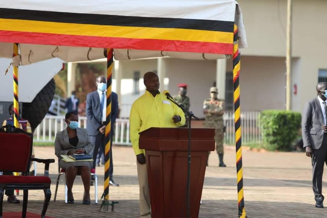 Museveni addressing NRM caucus at Kololo ceremonial grounds on Sunday (PHOTO/Courtesy).