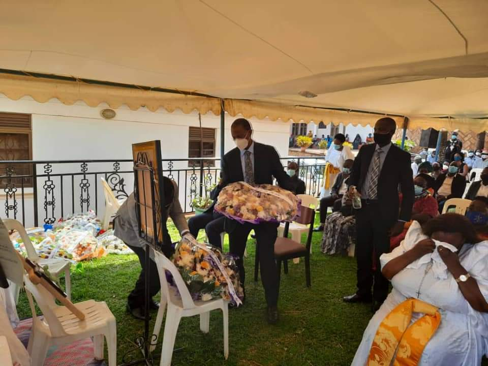 Deputy Chief Justice, Richard Buteera paying his last respect to fallen former judiciary PS Kagole (PHOTO/Courtesy).