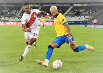 Peru's Renato Tapia and Brazil's Neymar during their Conmebol Copa America 2021 match on June 17, 2021. (PHOTO/Internet)