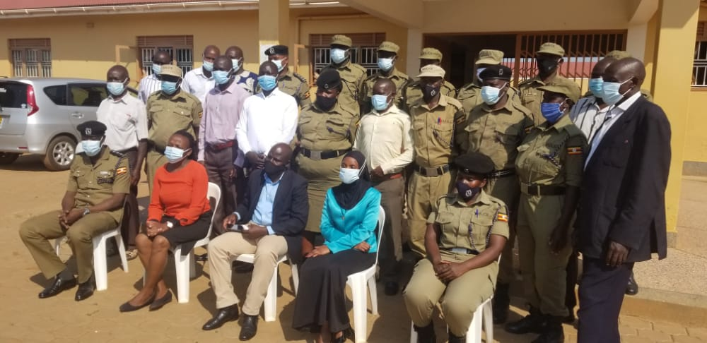 Some of the trainers and trainees in a group photo (PHOTO/Police).
