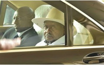 Mr. Ruto, takes a ride in Mr. Museveni's vehicle sometime back. He has reportedly been barred from making a private visit to Uganda (PHOTO/File).